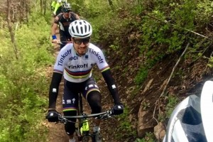 Peter Sagan durante una sgambata in mountain bike © Twitter