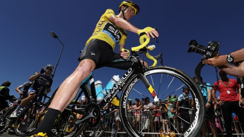 Chris Froome in sella alla sua Pinarello © Team Sky