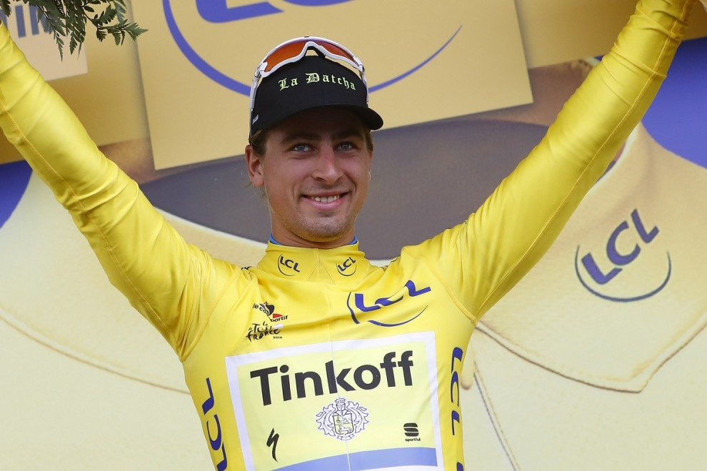 Peter Sagan si veste di giallo a Cherbourg © Bettiniphoto