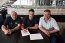 Guillaume Van Keirsbulck firma il contratto © Wanty-Groupe Gobert