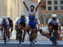 Peter Sagan batte Mark Cavendish e Tom Boonen a Doha. Giacomo Nizzolo è quinto © Bettiniphoto