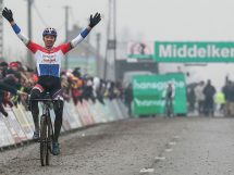 E sono 7: anche a Middelkerke esulta Mathieu Van der Poel © SuperprestigeCyclocross.be