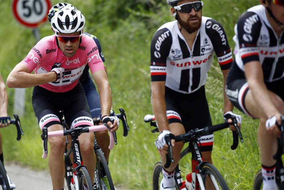 Tom Dumoulin scortato dai suoi uomini del Team Sunweb © Bettiniphoto