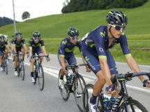 I corridori del Movistar Team tirano il gruppo © Bettiniphoto
