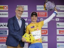 Marianne Vos premiata dal presidente UCI Brian Cookson © Ladies Tour of Norway