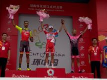 Il podio della prima tappa del Tour of China II © Twitter