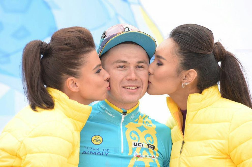 Alexey Lutsenko sul podio al Tour of Almaty © Tour of Almaty