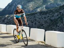 Piccolo infortunio per Romain Bardet © Vincent Curutchet