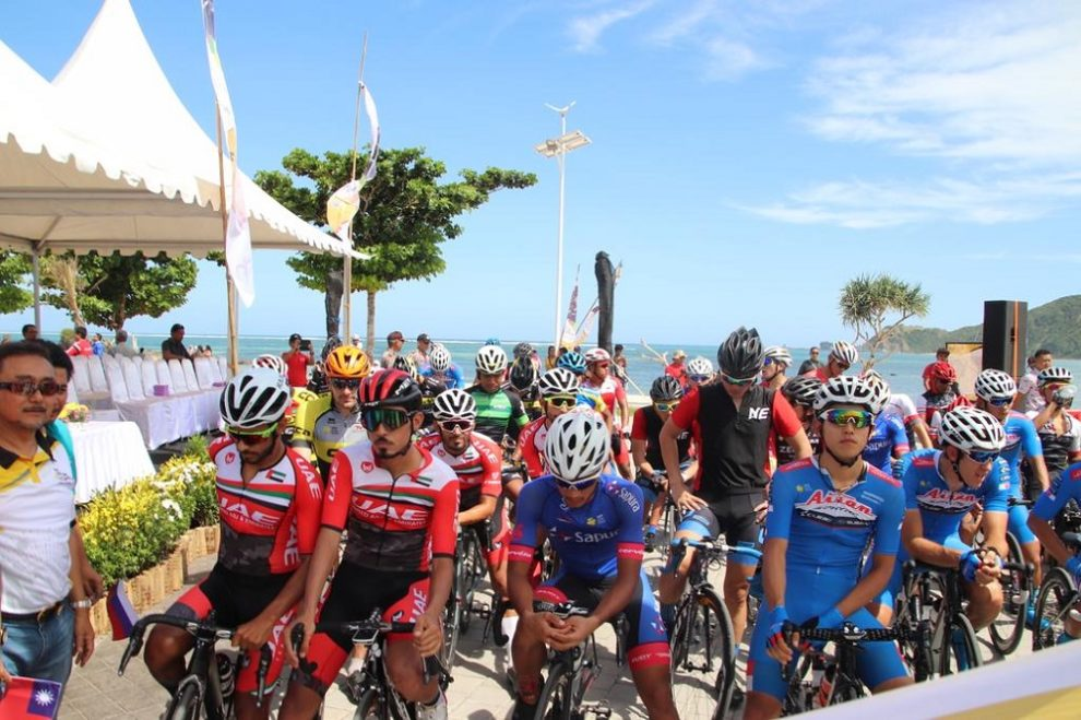 The runners before the start of the Tour de Lombok © Twitter