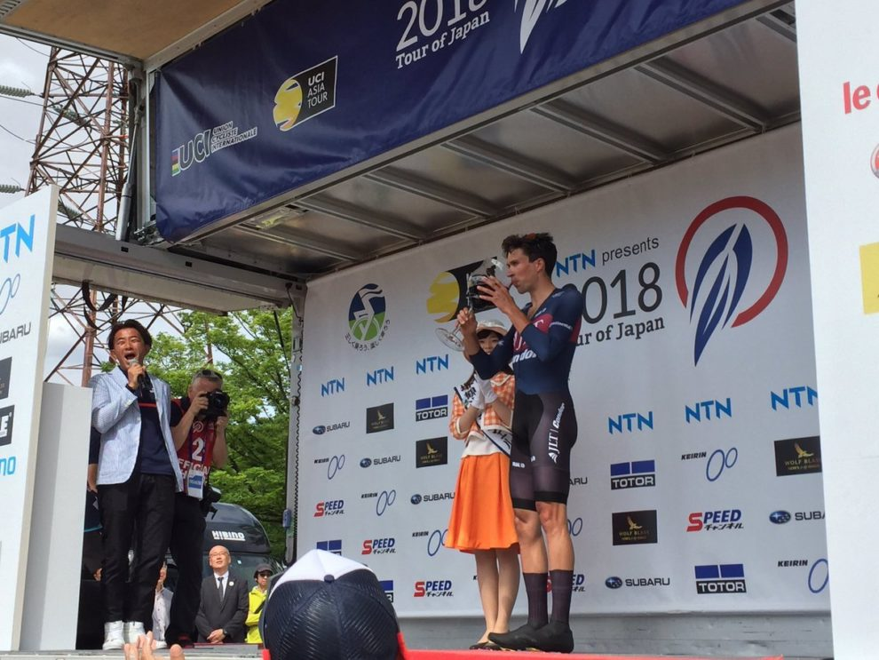 Ian Bibby sul podio al Tour of Japan © Tour of Japan