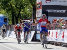 Elia Viviani vince anche Grado © Bettiniphoto