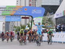Brenton Jones ha vinto la 2a tappa del Tour of Qinghai Lake © Adrian Hou