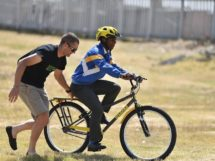 Jai Robert Thomson durante uno degli eventi Bicycles Change Lives © Qhubeka Charity/ZC Marketing Consulting