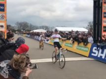 Wout Van Aert si impone a Pontchâteau © Twitter