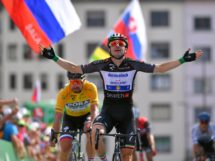Elia Viviani vince davanti a Peter Sagan © Getty Images