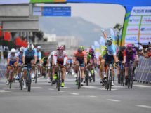 L'esultanza di Brenton Jones al Tour of Qinghai Lake © Tour of Qinghai Lake