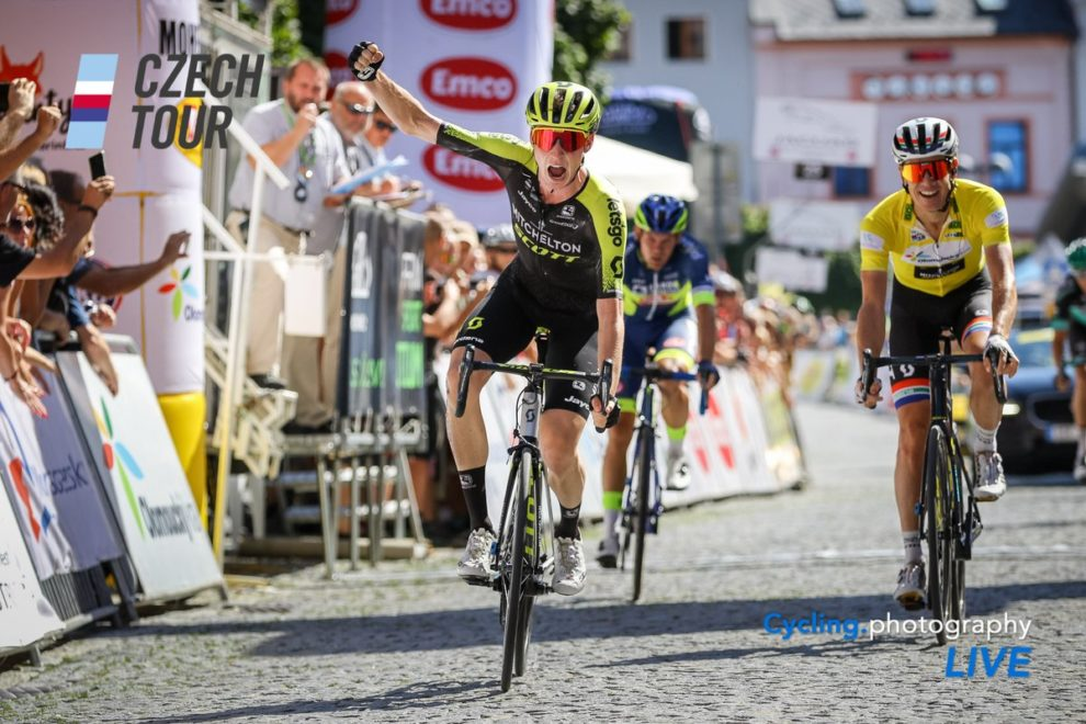 Lucas Hamilton festeggia al Czech Tour © Cycling Photography Live