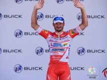 Marco Benfatto esulta sul podio © Tour of China