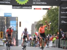 Van Avermaet esulta a Montrel © James Startt