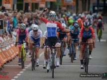 L'arrivo a braccia alzate di Lorena Wiebes © Highlights of Cycling/Anton Vos