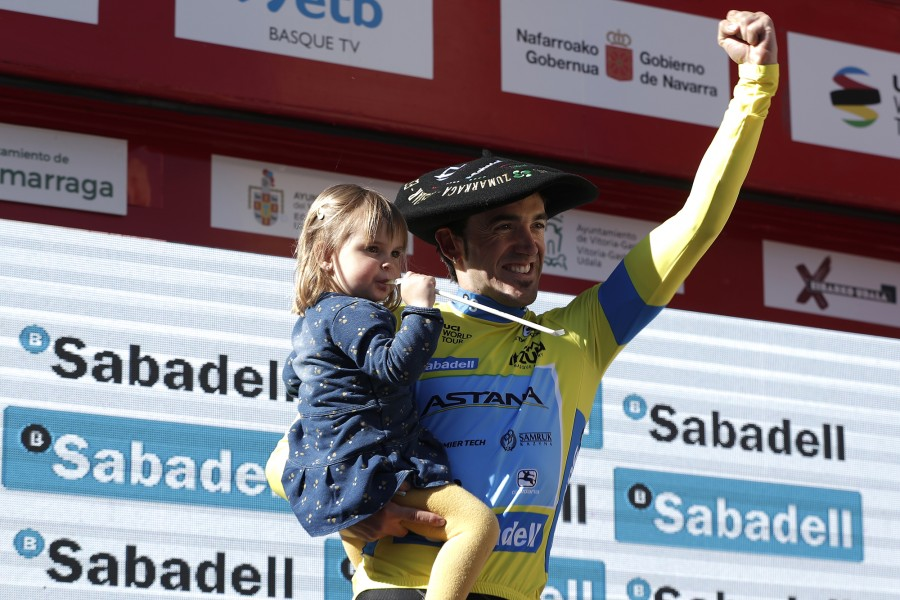 Ion Izagirre sul podio della Itzulia Basque Country 2019 © Getty Images