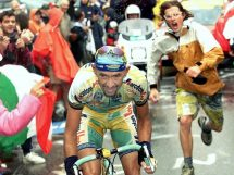Marco Pantani all'attacco al Tour de France 1998 © Offside - L'Équipe