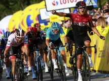 Richard Carapaz supera Diego Ulissi al Tour de Pologne © Bettiniphoto
